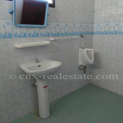 ห้องน้ำในบ้านหลังคาแดง หนองหาร